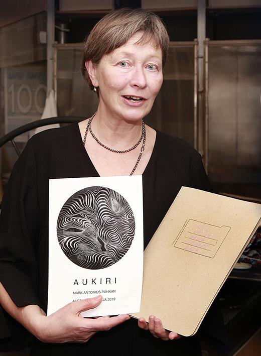 Regina-Mareta Soonseina kujundatud aukiri Mark Antonius Puhkanile. Fotod: Loit Jõekalda