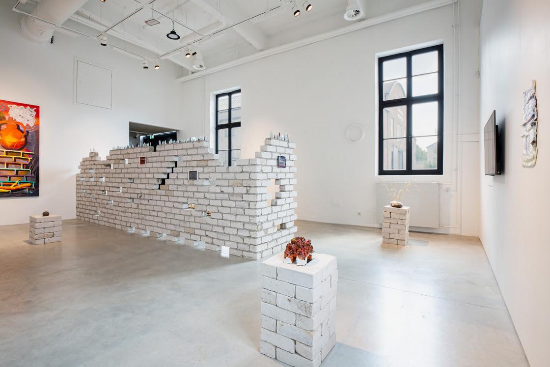 """Merike Estna ja Jaime Lobato, Hasanlu Armastajad """"Piiritus"""" näituse vaade, 2021"""