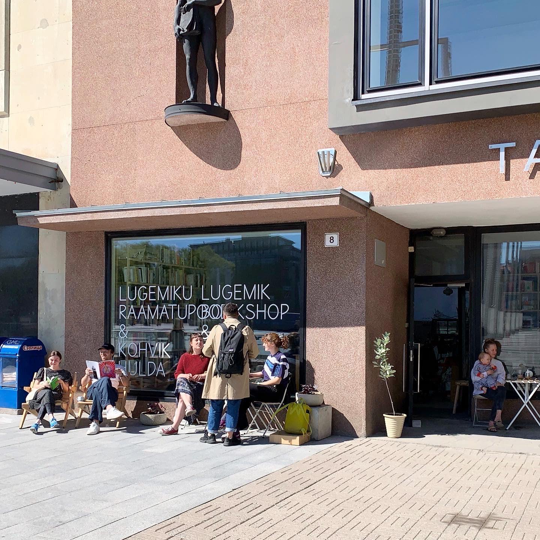 Lugemiku raamatupood & kohvik Hulda Tallinna Kunstihoone all, mai 2020.